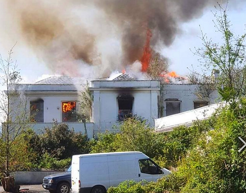 Large flames have been seen enveloping the building in Northam (Image: Abbie Dunn)