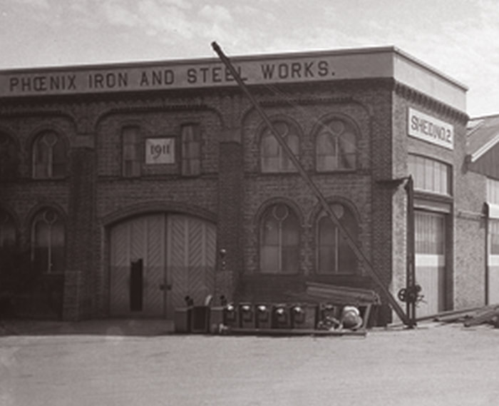 This photo shows the 1911 warehouse building in 1935.